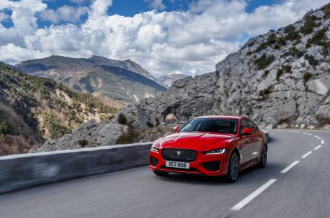 Jaguar Land Rover объявляет о старте продаж обновленного Jaguar XE в России