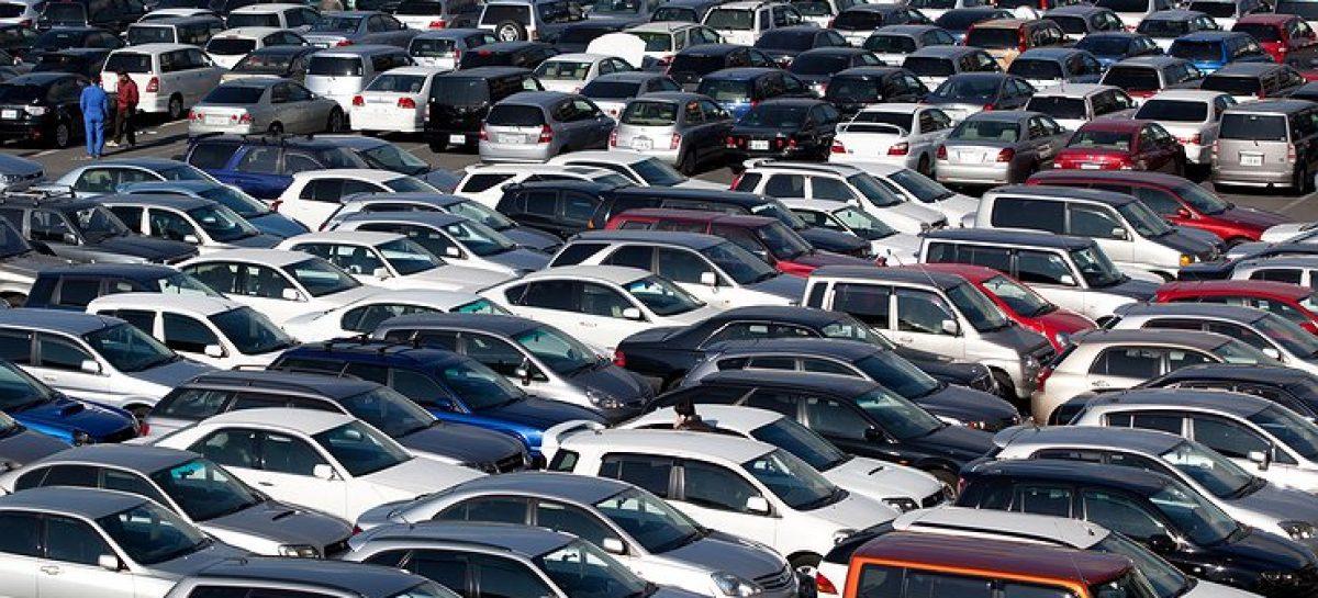 Ввоз праворульных автомобилей продлили на год