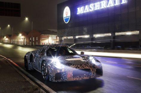 Новый Maserati в маскировочной оклейке на Viale Ciro Menotti