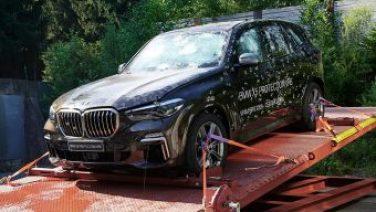BMW высмеяла прочность стекол Cybertruck в рекламе бронированного кроссовера X5