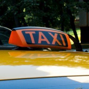 Московские таксомоторные компании получат более 200 миллионов рублей из городского бюджета