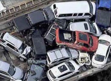 Массовое ДТП: в Вирджинии на скользкой дороге столкнулись 70 автомобилей