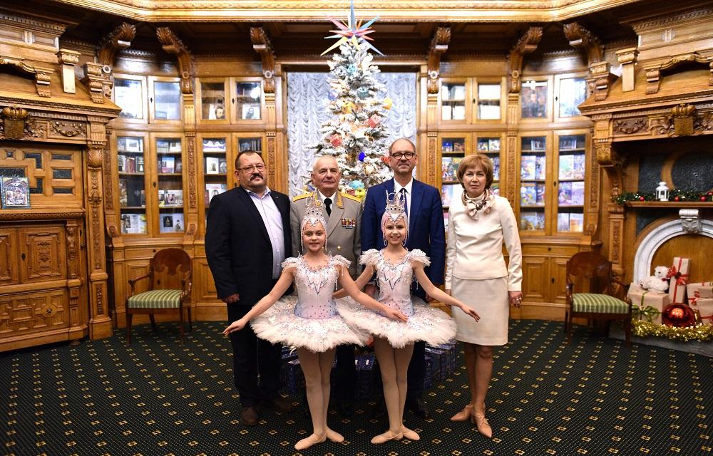 Hyundai поддержал благотворительную детскую елку в Аничковом дворце