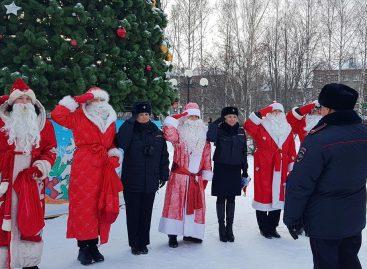 Инспекторы ГИБДД массово переодеваются в Дедов Морозов