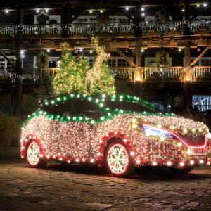 Nissan Leaf превращается в сверкающую рождественскую ёлку