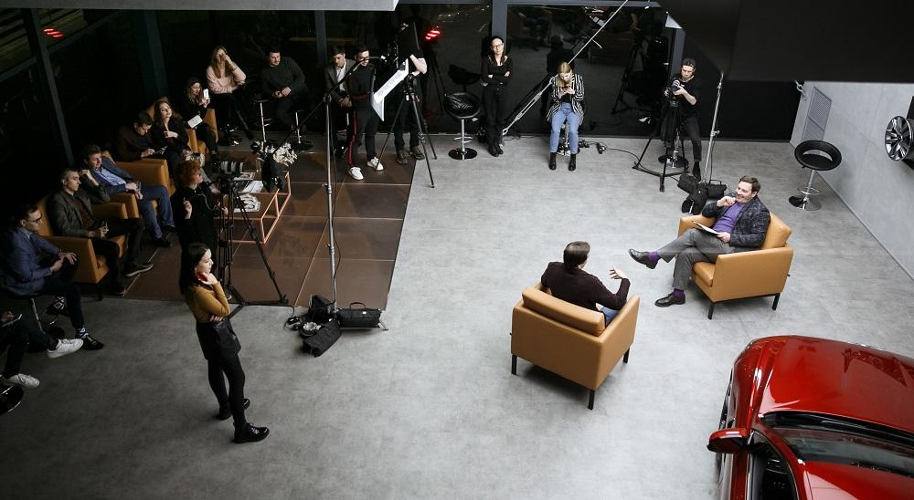 Public talk в Genesis Lounge