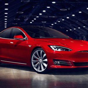 Tesla проехала миллион километров и не сломалась