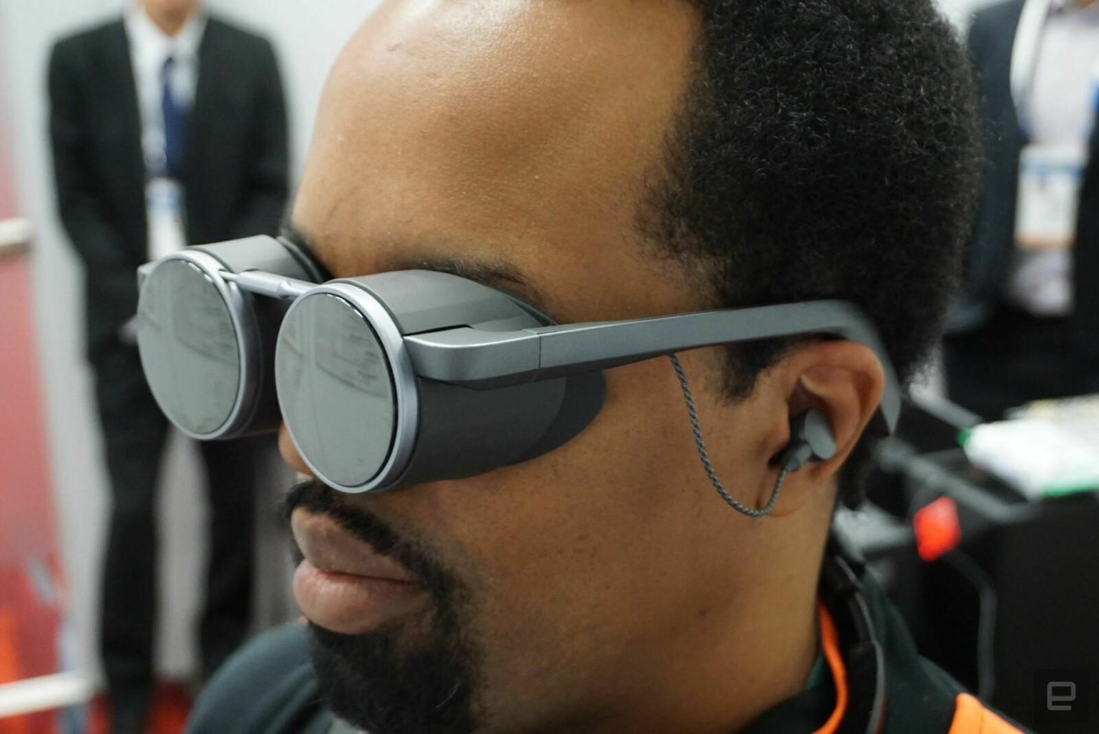 VR-гарнитуру с футуристичным дизайном и поддержкой HDR