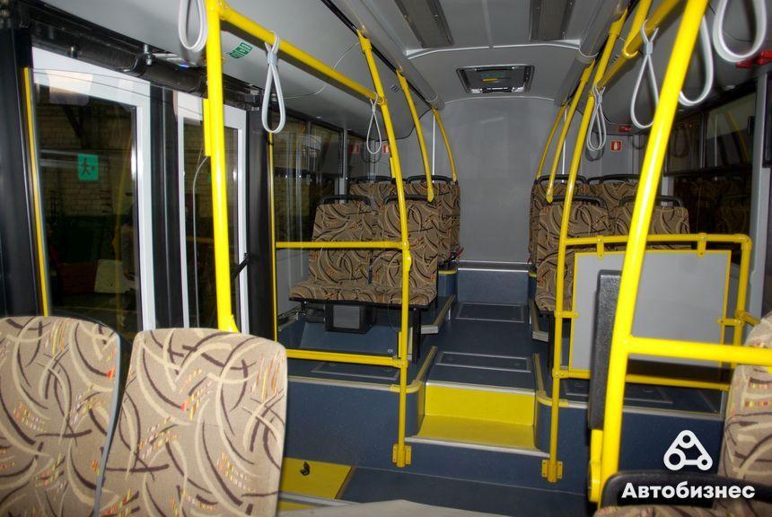 МАЗ-206945 - 67 человек. Мест для сидения - 22