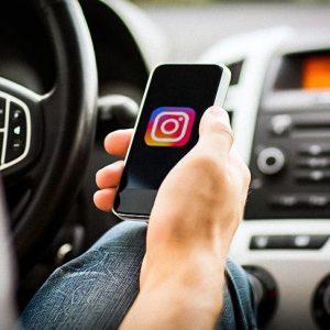 В России предложили наказывать за использование Instagram за рулем
