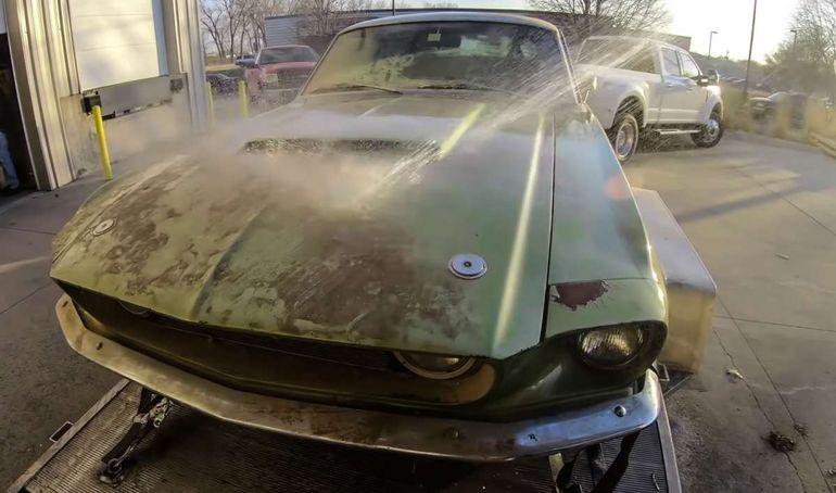 Брошенный Ford Mustang GT500 1967