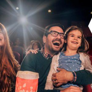 Новогодний подарок от Škoda: семейные сертификаты в кино для владельцев автомобилей марки