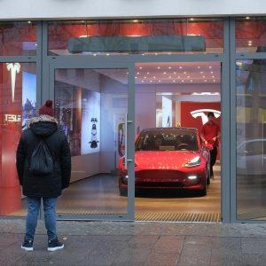 За взлом Tesla Model 3 хакерам предложили миллион долларов