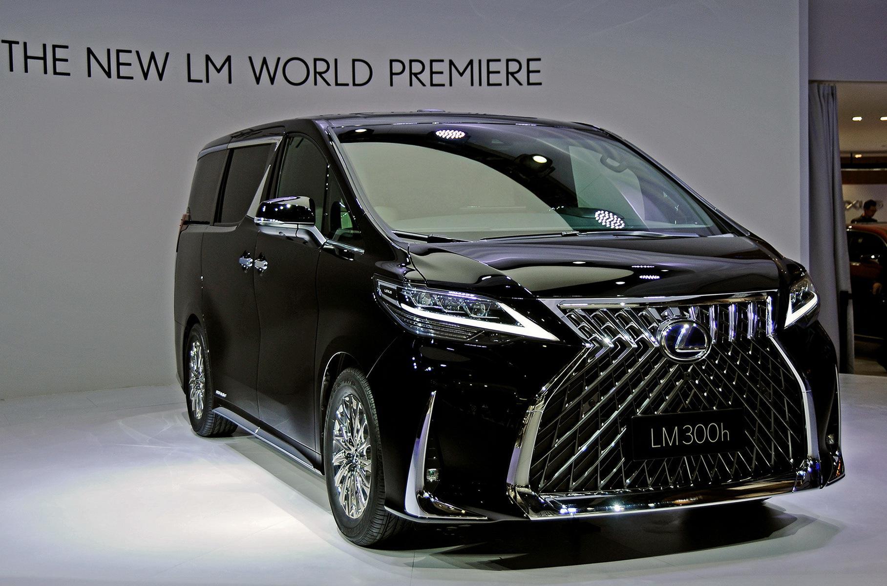 Минивэн Lexus LM оказался в полтора раза дороже Toyota Alphard