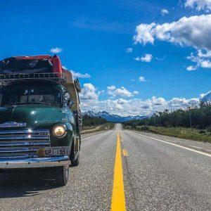 Пара отправится в путешествие из Аргентины на Аляску на 70-летнем пикапе Chevrolet