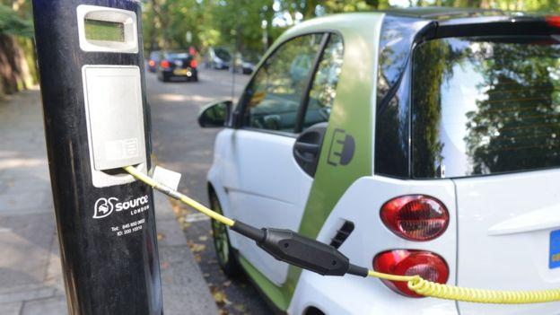 Британия запретит продажи дизельных и бензиновых машин через 15 лет
