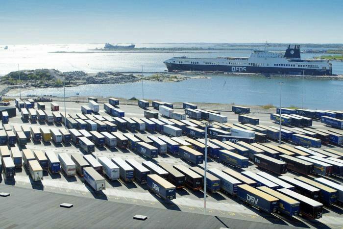Теперь в Швеции в порту грузоперевозками занимаются машины