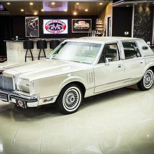 Lincoln простоял в гараже 40 лет, потому что умирали владельцы