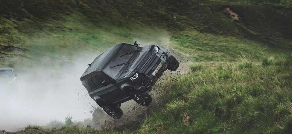 Новый Land Rover Defender в фильме «Не время умирать»