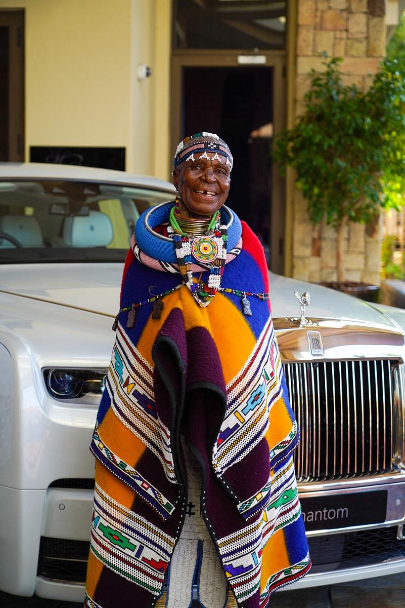 Rolls-Royce Phantom с галереей от художницы Эстер Малангу