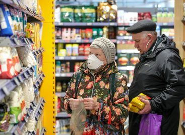 Власти Москвы и Подмосковья обяжут пожилых соблюдать домашний режим
