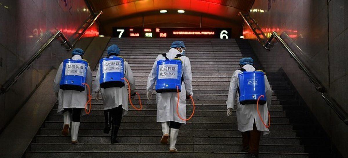 Власти Москвы сообщили о масштабной дезинфекции тротуаров и парковок