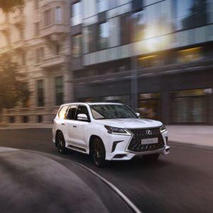 Lexus объявляет о старте продаж эксклюзивной версии LX 570 Black Vision