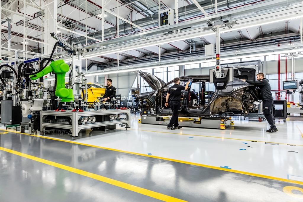 Automobili Lamborghini Роботизированная склейка стекла