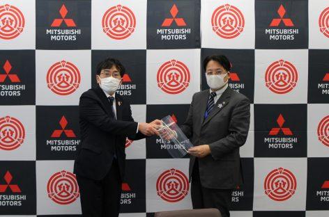 Mitsubishi начала выпуск защитных масок-щитков для лица