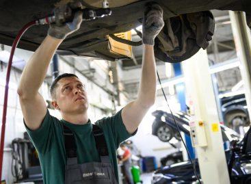 Российские дилеры BMW частично возобновили работу