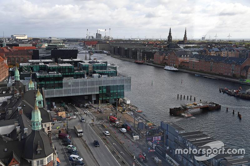 Набережная Кристианс Брюгге в центре Копенгагена