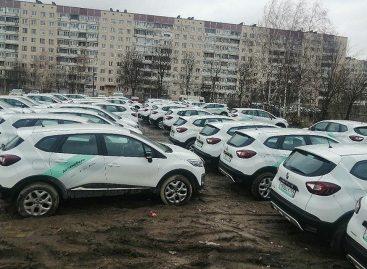 Сотни машин каршеринга перегнали в Петербург из Москвы из-за запрета