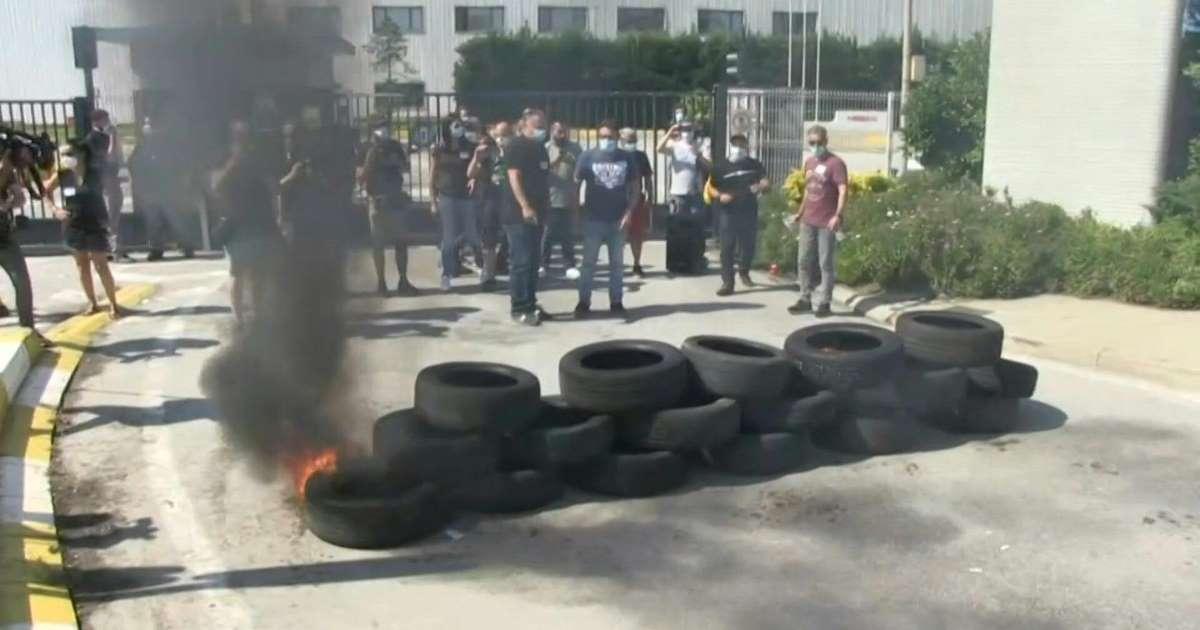 протесты у завода Nissan