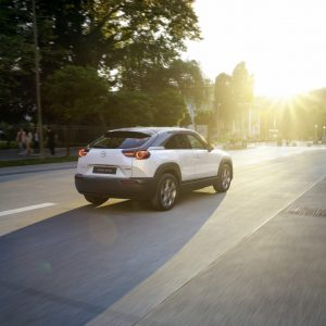 Mazda начинает производство своего первого электромобиля: Mazda MX-30