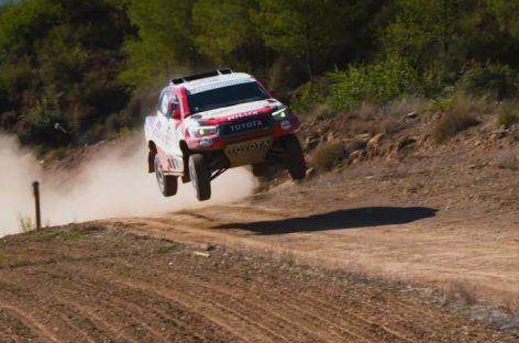 Фернандо Алонсо испытал новый пикап Toyota Hilux