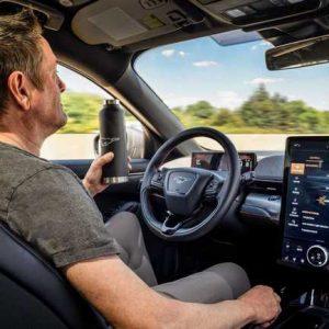 На новом электрокроссовере Ford Mustang можно будет ездить без рук