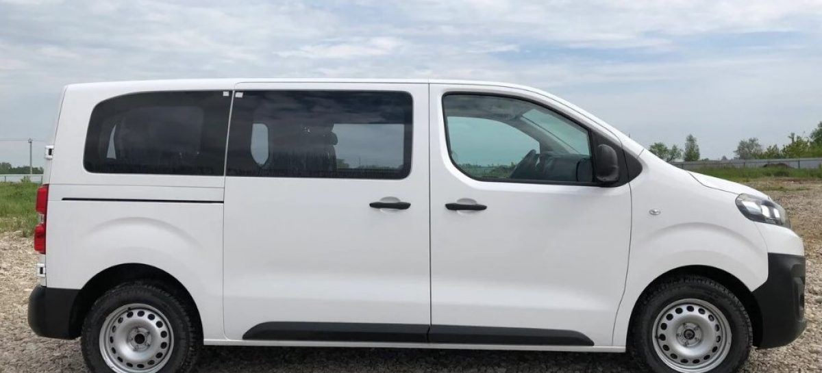 Грузовой фургон Peugeot Expert в пассажирской модификации Tour Comfort