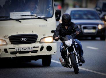 Госдума предлагает штрафовать мотоциклистов за лавирование в потоке