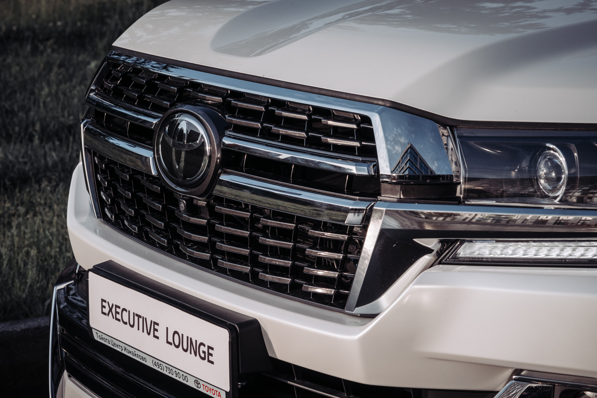 Toyota Land Cruiser 200 Executive Lounge