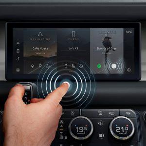 Jaguar Land Rover разрабатывает бесконтактный сенсорный экран