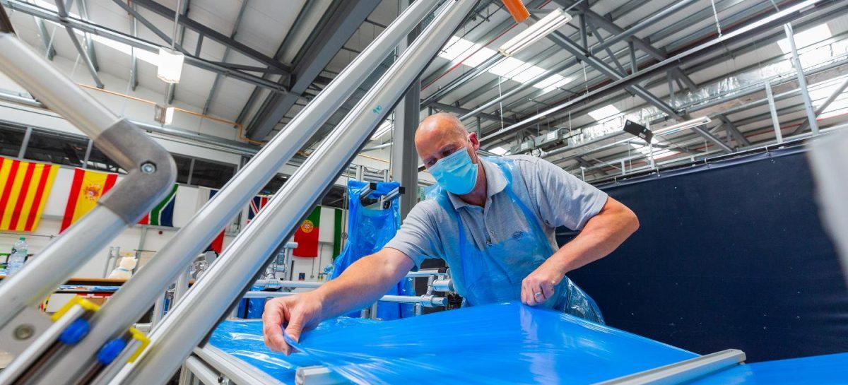 Завод Nissan в Сандерленде выпустил полмиллиона средств индивидуальной защиты для медиков