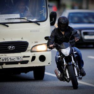 В ОНФ выступили против штрафов мотоциклистам за междурядье и за то, чтобы разрешить им выезжать за стоп-линию