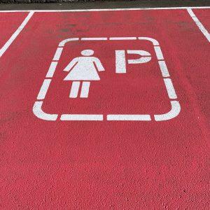 Открытие первой в России парковки для женщин оскорбило местных жителей