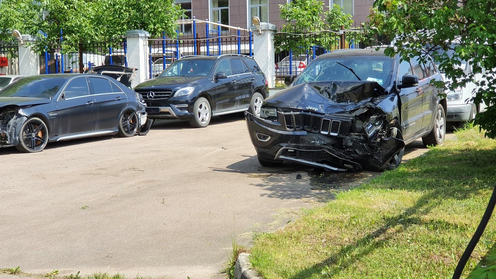 Автомобили после аварии с участием Михаила Ефремова