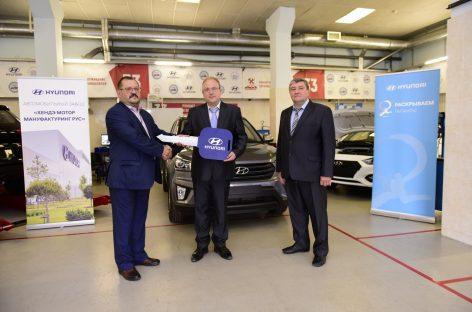 Завод Hyundai в Петербурге передал студентам-автомеханикам автомобиль Hyundai Creta и автокомпоненты