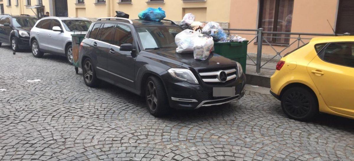 В Петербурге Мерседес актрисы из «Улиц разбитых фонарей» переделали в мусоровоз за неправильную парковку