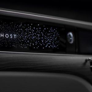 Rolls-Royce представляет переднюю панель с иллюминацией - её разрабатывали около 2 лет