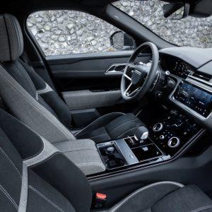 Jaguar Land Rover будет использовать переработанный пластик в своих автомобилях