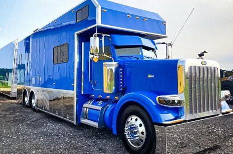 На продажу выставили гигантский автодом с собственным гаражом