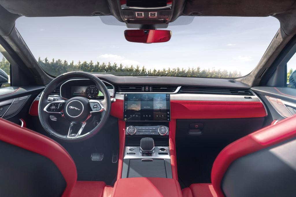 Jaguar F-Pace 21